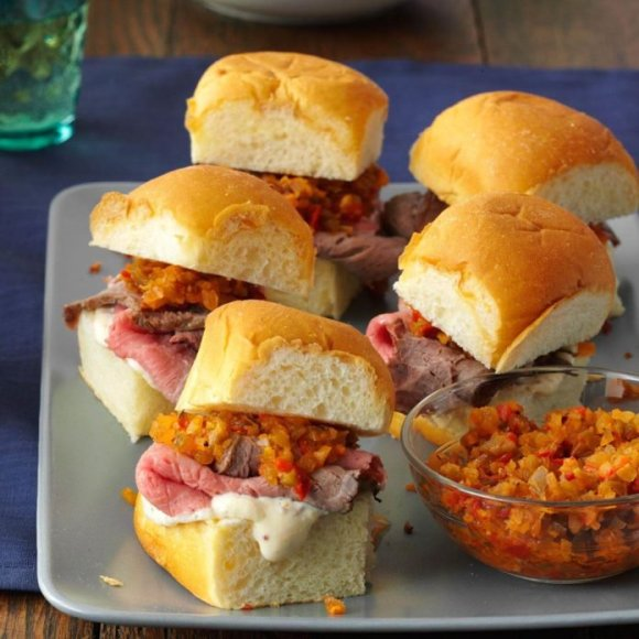 Mini-Rosemary-Roast-Beef-Sandwiches_exps174230_TH143190D09_25_3bC_RMS-696x696